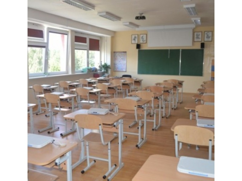 """""""Baltijos"""" pagrindinėje mokykloje mokiniai nuo šiol turės testavimo kabinetą su 30 kompiuterizuotų darbo vietų."""