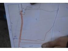 Brėžinyje matyti, kur pravesti naujieji elektros kabeliai, o pieštuku pažymėta, kurioje vietoje įvyko gedimas.