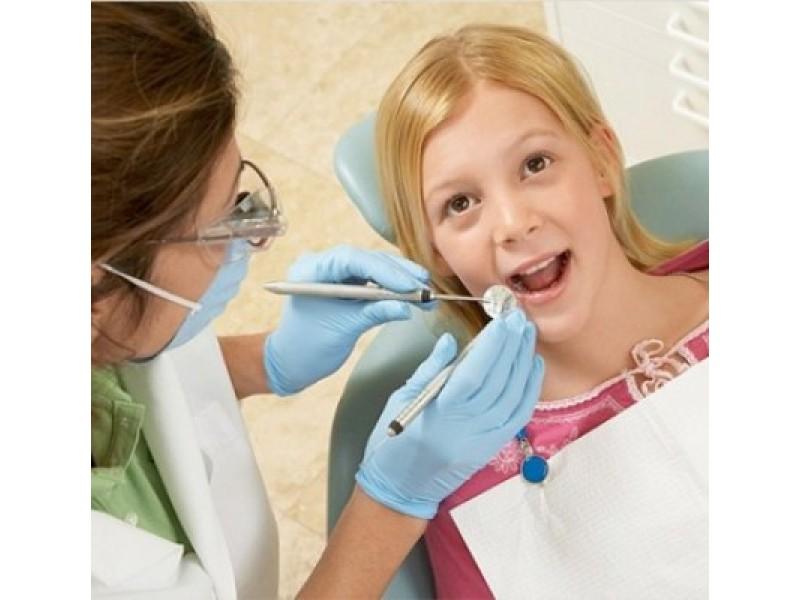 Nuo šių metų įsigaliojo nauja Vaiko sveikatos pažymos forma, kurioje nuo šiol turi būti ir išsamus vaiko dantų būklės įvertinimas.