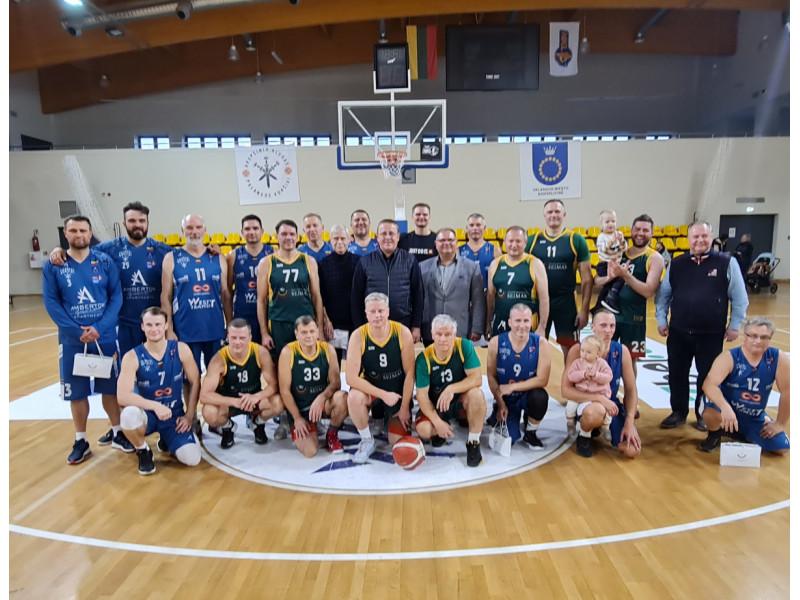 Palangos miesto savivaldybės krepšinio rinktinė Seimo krepšininkus patiesė ant menčių nesunkiai – 84-66 (FOTO GALERIJA)