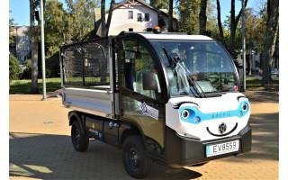 Naujasis komunalininkų elektromobilis – pėstiesiems skirtoms erdvėms prižiūrėti