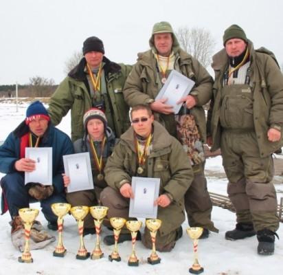 Pirmosios ir trečiosios vietų laimėtojai – žvejai iš Telšių.