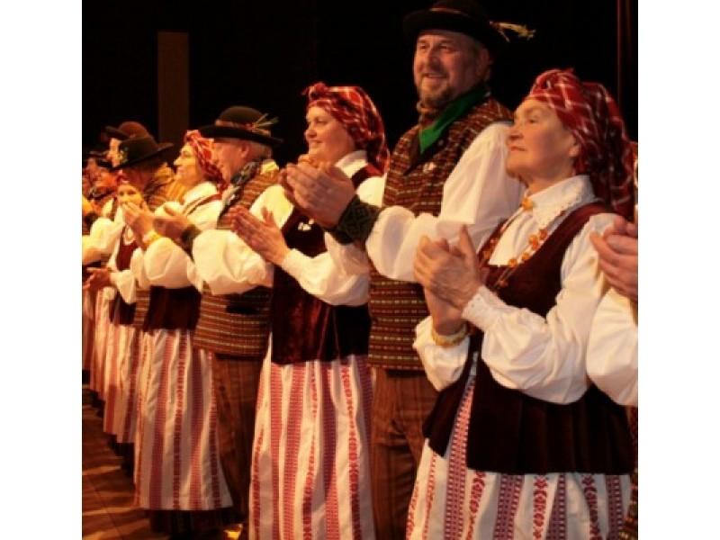 """Ansamblio """"Bočiai"""" šokėjai viešėjo Tauragėje"""