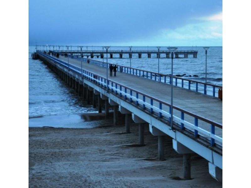 Žemės valandą užtemo Palangos jūros tiltas