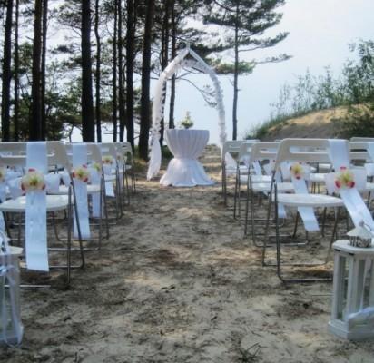 Nusprendusias susituokti poras vis labiau vilioja jūros krantas