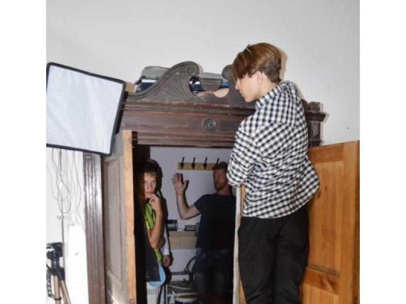 Pro senovinę spintą buvo galima patekti į tikrą fotolaboratoriją.
