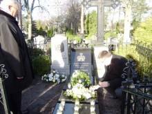A. Tiškevičiaus valia, jo palaikai palaidoti Palangos senosiose kapinėse greta sesers Antaninos.