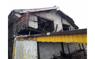 Vienai sudegėlių šeimai palangiškiai dosniai atvėrė savo pinigines, kita gaisre nukentėjusi šeima liko basa