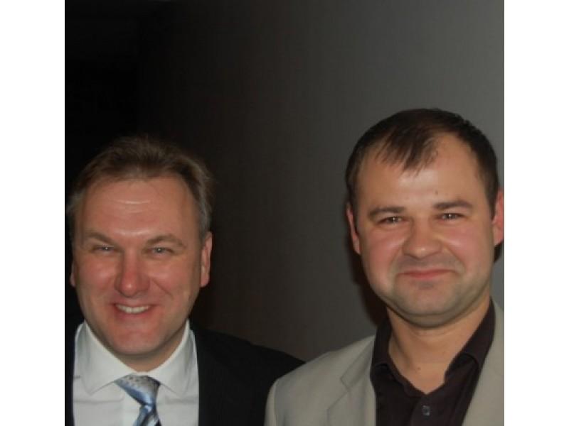 Viktorui Gecui (kairėje) Danas Paluckas pirmiausia nepasiūlė žadėtų pirmininko pavaduotojo pareigų, po to išmetė iš skyriaus tarybos, o dabar – ir iš partijos.