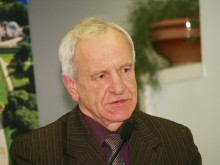 K. Skierus.