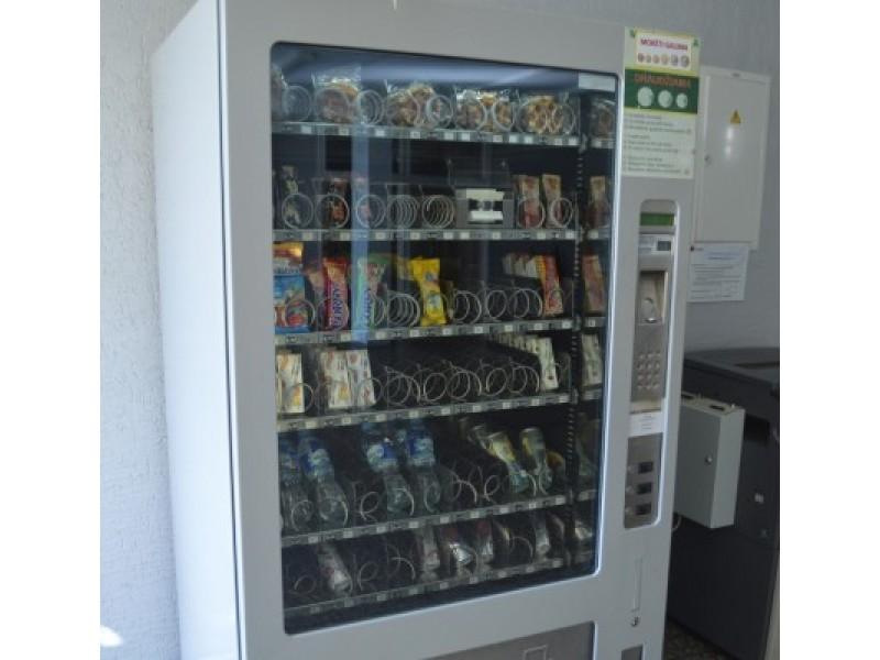 """""""Baltijos"""" pagrindinėje mokykloje stovinčiame užkandžių automate nėra sveikatai kenksmingų maisto produktų."""