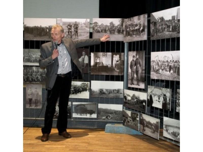 Mažeikiškis G. Januška pasakojo apie savąją kolekciją, kurioje tarpukario akimirkos.