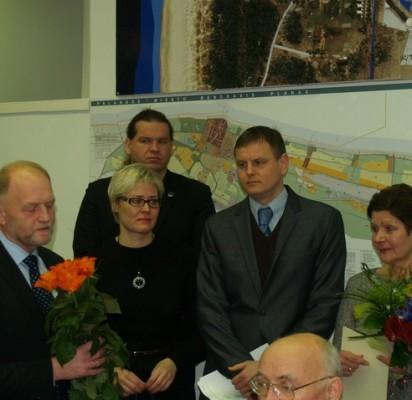 Iš darbo išeinančią A. Komarovą sveikino kolegos, savivaldybės darbuotojai.