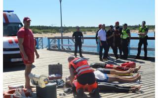 Prie Palangos jūros tilto imituota laivo avarija išgąsdino ne vieną palangiškį ir poilsiautoją (FOTO GALERIJA)