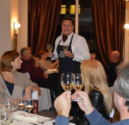 Someljė L. Prankevičius pasakojo apie vyno istoriją ir mokė jį degustuoti.