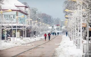 Palangą nuklojo sniegas: vaizdai gniaužia kvapą