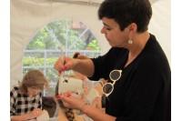 """Spalvingi puodeliavimai Palangoje su Nomeda Marčėnaite: """"Pabudinkime savąjį kūrybingumą"""""""