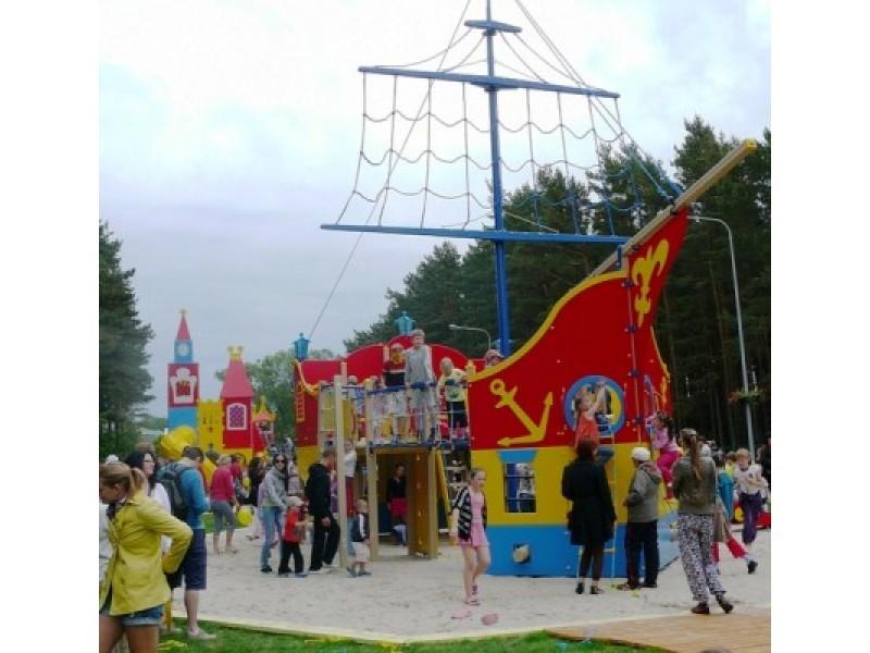 """Kuršėnų vaikų ir jaunimo teatras """"Ikaras"""" parengė dovaną vaikams."""