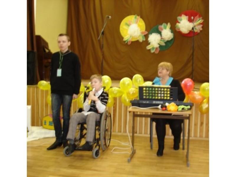 """""""Draugų"""" klasės dainininkas Egidijus Milgedas ir muzikantas Benediktas Lekavičius sulaukė gausių aplodismentų."""