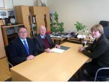 Sporto departamente meras Š. Vaitkus ir administracijos direktorė A. Kilijonienė susitiko su Kūno kultūros ir sporto departamento direktoriaus pavaduotoju Mykolu Kačkanu.