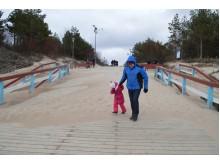 Ant jūros tilto buvo sunku apsiginti nu tiesiai į akis pustomo smėlio.