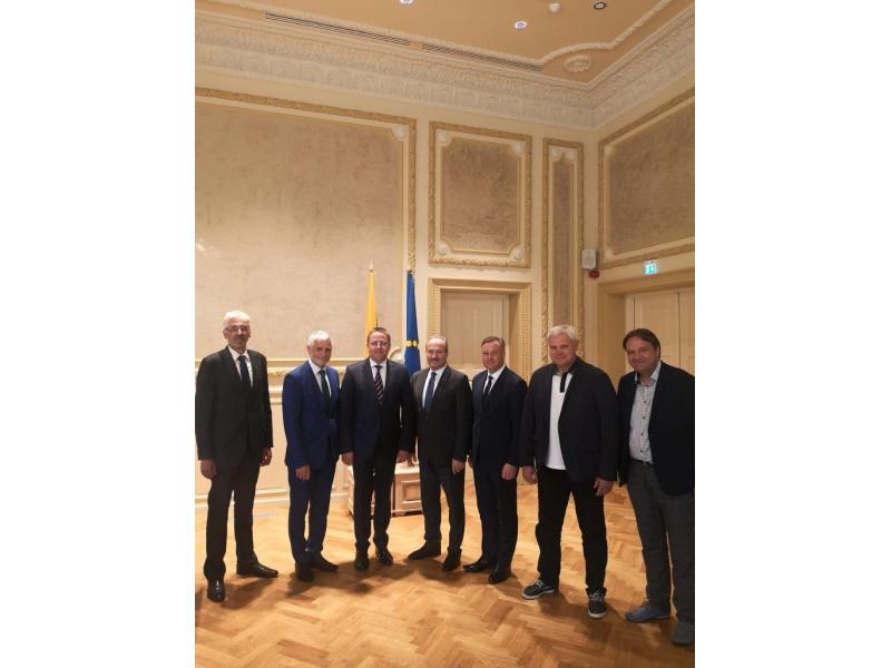 Septynios Klaipėdos regiono savivaldybės susivienijo ir patvirtino Klaipėdos regiono specializacijos strategiją, pagal kurią plėtos regiono ekonomiką iki 2030 metų.