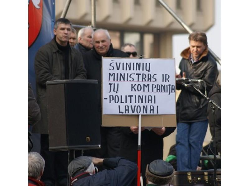 Prie Seimo mitinguotojai reikalavo atleisti ministrą R. Palaitį
