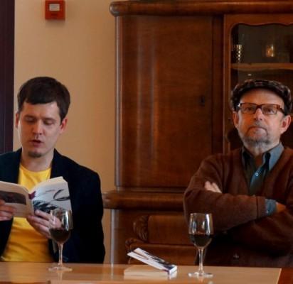 """M.Širvinskas – Gailius ir R.Rastauskas palangiškiams pristatė knygą """"Šlapias spalis"""". M.Gailienės nuotr."""