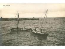 """Žvejų valtys. XX a. pr. Paulinos Mongirdaitės išleistas atvirukas. Iš """"Lietuva senose fotografijose""""."""