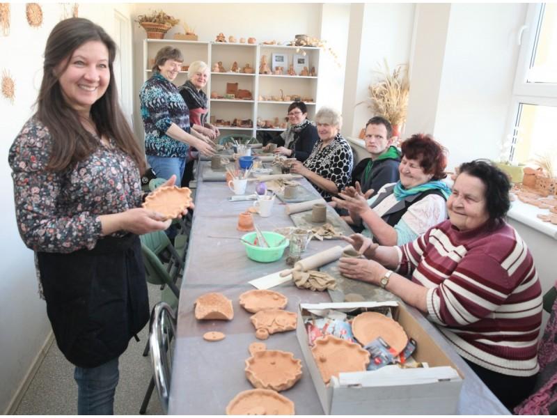 Veiviržėnų amatų centre vyksta įvairūs edukaciniai užsiėmimai.