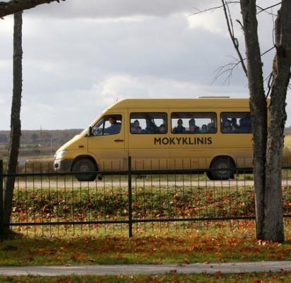 """""""Geltonaisiais autobusiukais"""" bei maršrutiniais autobusais į pamokas kasdien vyksta 183 Palangos moksleiviai. / Lrytas.lt nuotr."""