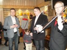 Palangos meras Š.Vaitkus ir Kultūros skyriaus vedėjo pavaduotojas R.Trautmanas pasidžiaugė nauja parodų erdve Palangoje.