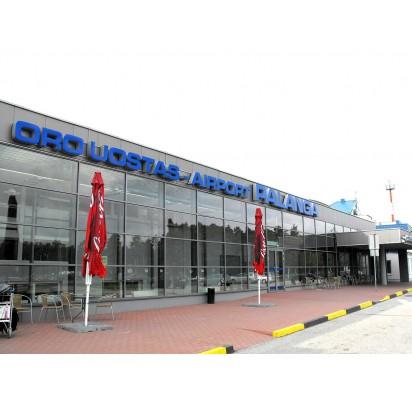 Meras džiaugiasi nauju skrydžiu, ministras viltis vėsina: Palangos oro uostas balansuoja ties nuostolingos veiklos riba