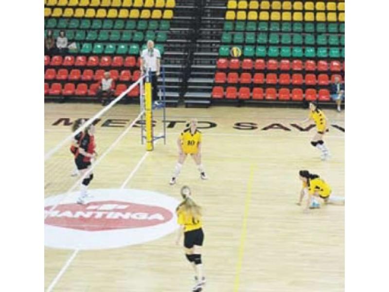 Paskutinė II Turistų olimpinių žaidynių rungtis moterų tinklinio varžybos vyko naujojoje salėje.