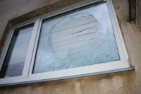 Iškūlė miesto aktyvistės langą