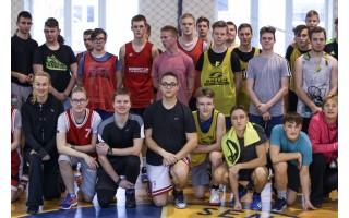 Gimnazistai Sausio 13-ąją paminėjo žaisdami krepšinį