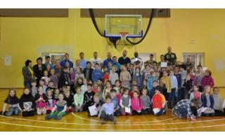 """""""Palangos"""" krepšininkai tiesia tiltus: susitiko su Vlado Jurgučio pagrindinės mokyklos mokiniais"""