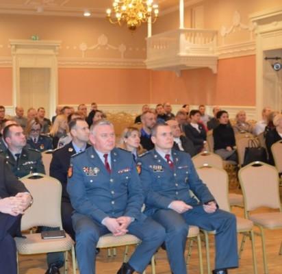Į susitikimą su policijos pareigūnais atvyko visuomenės nariai, įvairių institucijų atstovai.