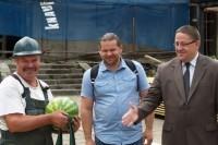 Kurhauzo restauratoriai gavo arbūzą, sūrį ir šimtmetinę