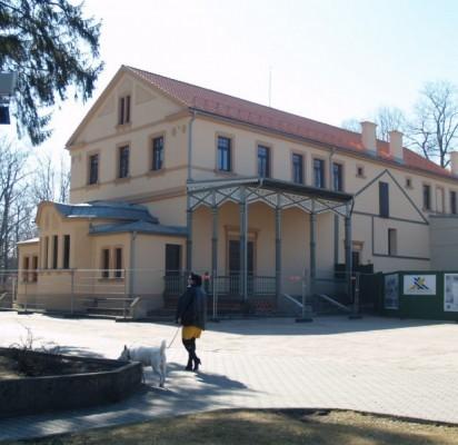 Palangos miesto apylinkės teismas nusprendė panaikinti ginčytinas dovanojimo bei pirkimo-pardavimo sutartis ir grąžinti Palangos miesto savivaldybės nuosavybėn Kurhauzo priklausinius.