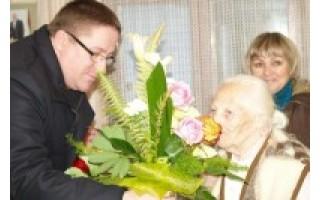 Devyniasdešimtmečio proga jubiliatė linkėjo sveikatos ją sveikinusiesiems