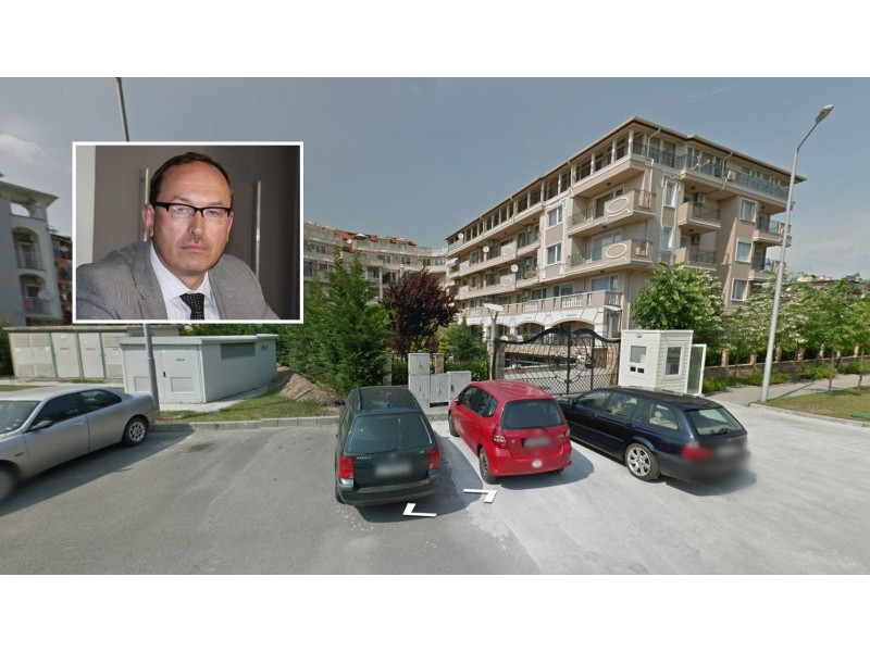 Buvęs Palangos meras Vytautas Stalmokas šiame komplekse turi 4 butus.  Nuotrauka 15 min.