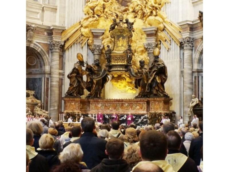 Šv. Petro bazilikos centrinėje navoje prie šv. Petro sosto altoriaus šv. Mišias lietuvių kalba laikė kardinolas A.J.Bačkis su Telšių vyskupu J.Boruta ir Telšių vyskupijos vyskupu augziliaru L.Vodopjanovu.