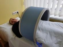 """Alvyda Pendikienė: """"Magneto terapija mane veikia labai gerai – po avarijos sparčiai čia atsigaunu, poliklinikoje lankausi trečią kartą. Jeigu nebūtų man čia pagerėjimo, rinkčiausi kitų teikiamas paslaugas. Ačiū visam centro kolektyvui."""""""
