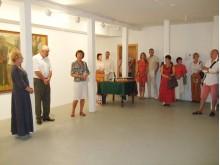 L. Turauskaitė, E. Kolakauskas ir K. Jokubavičienė pristato A. Savicko darbų parodą.