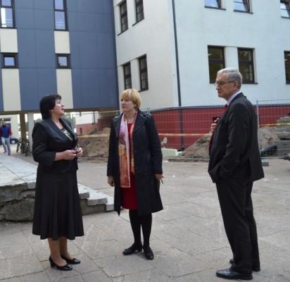 Baigiamuosius V. Jurgučio pagrindinės mokyklos rekonstrukcijos darbus L. Benetienė aptarė su A. Kilijoniene bei P. Žeimiu.