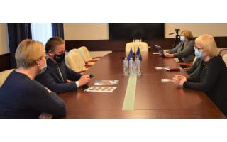 Savivaldybėje lankėsi ir su miesto meru Šarūnu Vaitkumi susitiko Lietuvos aklųjų ir silpnaregių sąjungos atstovė Daina Vitkauskienė