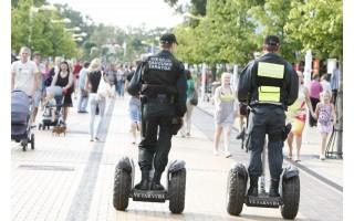 Diržus susiveržusi policija buvo mažiau matoma, bet užtikrino saugumą