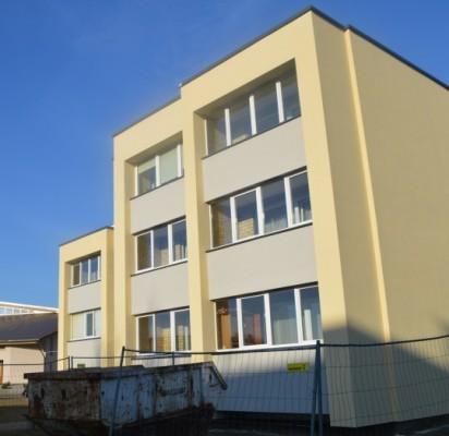 Daugiabutis namas esantis  Saulėtekio takas 2 jau pradėtas modernizuoti.