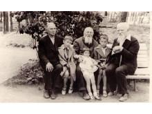 Jonas Šliūpas, Martynas Jankus ir Jurgis Lėbartas prie karininkų ramovės vasarnamio Palangoje. 1940 m. nuotrauka iš LK Palangos karininkų ramovės viršininkės Dalios Lukienės archyvo.